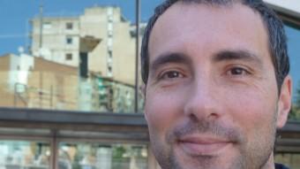 Carlos González, fotografiat davant l'Auditori de Lleida. E. POMARES