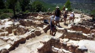 Els arqueòlegs, treballant al jaciment protohistòric la Gessera, de Caseres, a la Terra Alta EL PUNT AVUI