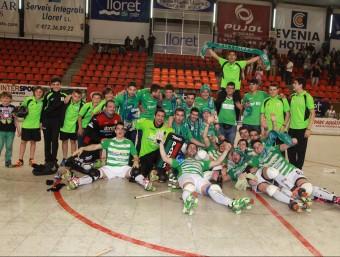 Els jugadors del Lloret celebren l'ascens a l'OK Lliga JOAN SABATER
