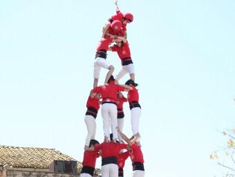 El 4 de 8 que la Colla Joves Xiquets de Valls va descarregar ahir a Perafort va ser un dels cinc castells de 8 pisos que es van veure en un cap de setmana de transició.  ELISABETH MAGRE