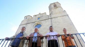 D'esquerra a dreta, els candidats a l'alcaldia de Llagostera: Toni Navarro (ERC), Fermí Santamaria (CiU), Òscar Álvarez (PP) i David Parron (ALL), davant l'església QUIM PUIG