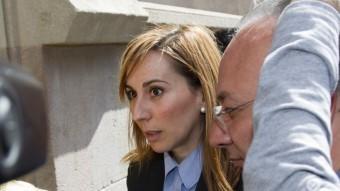 L'exalcaldessa Maria Elena Pérez entrant l'any 2013 al Tribunal Superior de Justícia de Catalunya A. SALAMÉ