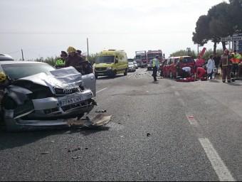 Tres cotxes van xocar a la carretera de Torroella a l'Estartit. Y.FALCON /AE-COMUNICACIÓ
