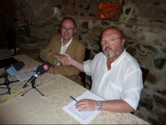 Fonalleras (ERC) i Soler (CiU), quan van signar al 2011 la reedició del pacte de govern a Calonge J.T