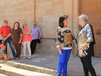 Dolors López i Pilar Peñafuerte observades per altres candidats del PP de Puigverd de Lleida D.M