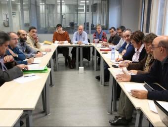 Un grup de sindicalistes reunits amb la Generalitat.  ARXIU