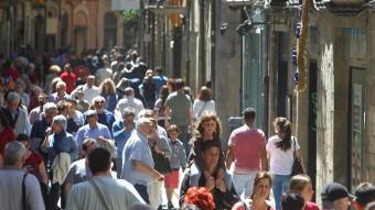 Els carrers del Barri Vell de girona plens de visitants.  JORDI RIBOT / ICONNA