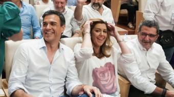 Pedro Sánchez i Susana Díaz, ahir, a la població sevillana d'Alcalá de Guadaira EFE