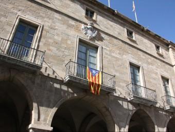 L'estelada continuava penjada a la façana de l'Ajuntament de Manresa ahir a la tarda ACN