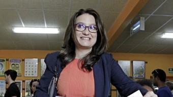 La diputada de la coalició Compromís i la política valenciana més valorada, Mónica Oltra votant. EL PUNT AVUI