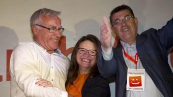 La candidata de Compromís a la Generalitat, Mònica Oltra, celebra els resultats dels comicis amb el candidat de la formació a la ciutat València, Joan Ribó (esq.) EFE