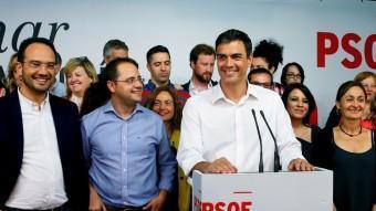Pedro Sánchez, secretari general del PSOE, durant la compareixença que va fer la nit electoral a la seu de Ferraz EFE