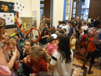 Vestíbul de l'escola Arrels de Perpinyà, únic centre d'ensenyament públic de l'Estat francès amb immersió en una altra llengua que el francès A.R