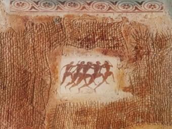 Una de les rajoles de ceràmica fetes amb pasta de paper i sals solubles per Carlets FUNDACIÓ VALVI