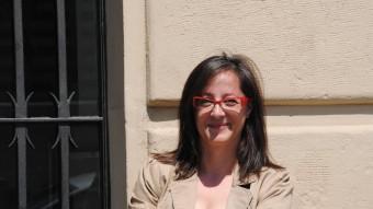 Ángeles Ribes, a la porta de l'ajuntament de Lleida. J.T