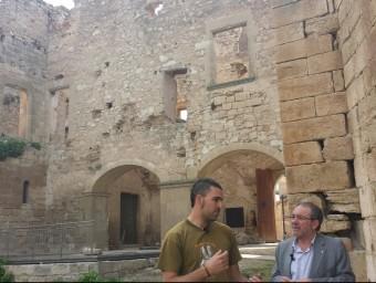 El president de la Diputació, a la dreta, de visita al castell de Maldà, a l'Urgell. Diputació de Lleida
