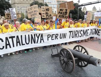 Veïns de la Barceloneta, contra els inconvenients de la massificació del turisme.  ARXIU/ANDREU PUIG