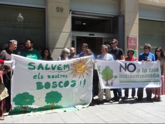 Protesta dels ecologistes ahir abans de l'entrada a la reunió a Tarragona A.P