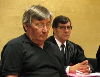 L'acusat , amb el seu advocat, Carles Monguilod; el lletrat Joan Ramon Puig i el fiscal Enrique Barata Ò. PINILLA
