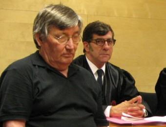 Francisco Javier Molina amb el seu advocat, Carles Monguilod, durant el judici Ò. PINILLA