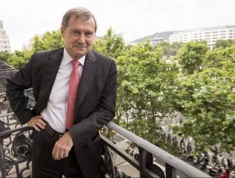 Saman, al balcó de la seva oficina, amb vistes al Passeig de Gràcia barceloní.  ALBERT SALAMÉ
