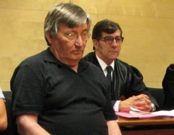 L'acusat, Francisco Javier Molina, amb el seu advocat, Carles Monguilod; el lletrat de l'acusació particular Joan Ramon Puig, i el fiscal Enrique Barata Ò. PINILLA