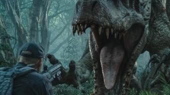 Homes armats intenten abatre el nou dinosaure dissenyat pels científics, l''Indominus Rex' UNIVERSAL