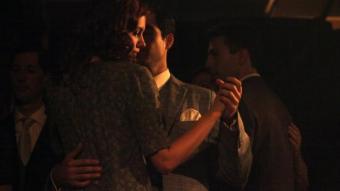 Ramon Mercader (Alfonso Herrera) sedueix Sylvia (Hannah Murray)  per intentar acostar-se a Trotsky ELISABETH MAGRE