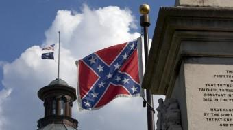 La bandera confederada oneja a molts edificis de Carolina del Sud, als Estats Units JASON MICZEK / REUTERS