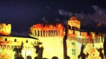 El Castellet amb il.luminacions de Sant Joan.