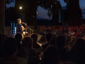 Un moment de l'actuació de Roger Mas a Púbol. EL PUNT AVUI