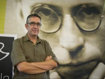 Manuel Baixauli, (Sueca, 1963) té un peu en la pintura i un altre en l'escriptura A. SALAMÉ