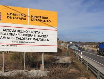 Un cartell de Foment anunciant obres a l'N-II LLUÍS SERRAT