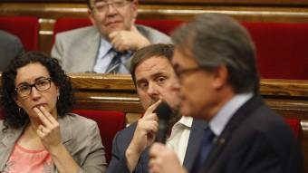 Artur Mas al Parlament, mentre Oriol Junqueras l'escolta. ORIOL DURAN