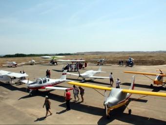 Avionetes concentrades ahir a l'aeròdrom d'Alfés per protestar pel seu imminent tancament ESTELA BUSOMS / ACN