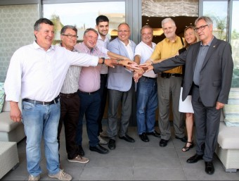 Els alcaldes de l'anomenat Pacte de Berà, ahir, després de la reunió ACN