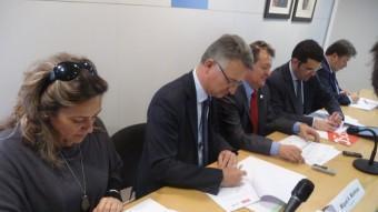 Signatura del pacte entre CiU, PSC i ERC pel govern del Consell Comarcal del Maresme l'any 2014. T.M