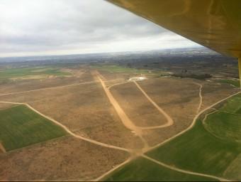 Vista aèria de l'aeròdrom des d'una avioneta. AERI CLUB / R.E.S