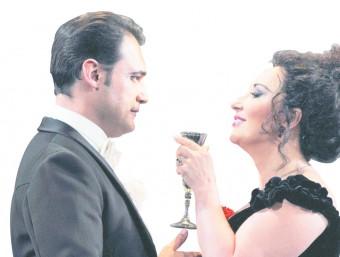 Elena Mosuc i F. Demuro, el primer cast de La Traviata. El dia de la projecció a la platja cantaran en els rols principals Anita Hartig i Ismael Jordi.  Bofill