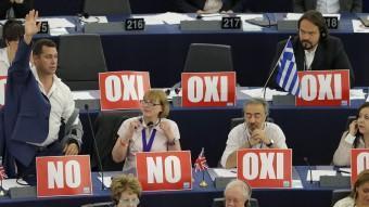 Cartells a favor del no ahir al Parlament Europeu, a Estrasburg VINCENT KESSLER / REUTERS