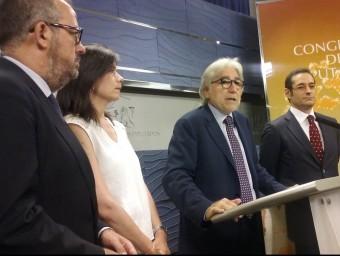 El diputat Sànchez Llibre ahir al Congrés amb membres del grup parlamentari d'Unió presentant el paquet de mesures que inclouen preguntes, compareixences i proposicions EUROPA PRESS