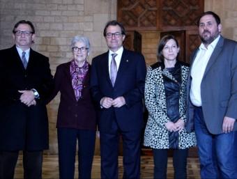 Artur Mas, president de la Generalitat, amb Oriol Junqueras, Muriel Casals, Carme Forcadell i Josep Maria Vila d'Abadal ACN