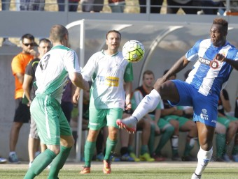 Felipe Caicedo lluita per una pilota F.CASALS