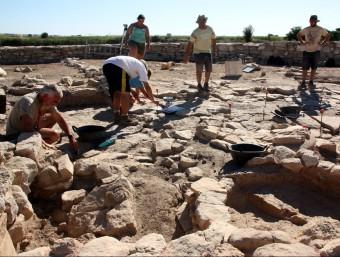 Els arqueòlegs treballant al jaciment durant la setmana passada ACN