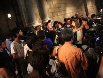 Oriol Junqueras atén els mitjans en sortir de la reunió amb Artur Mas al Palau de la Generalitat ACN