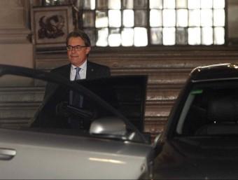 Artur Mas surt del Palau de la Generalitat després de la reunió d'aquesta tarda EFE