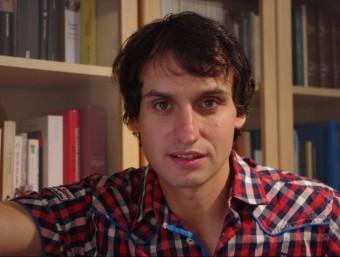 Lluís Orriols al seu despatx a Madrid, ciutat on dóna classes