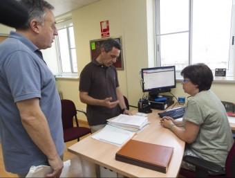 L'alcalde de Móra la Nova va entregar les firmes ahir a l'ICS JOSÉ CARLOS LEÓN