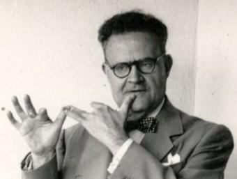 Joan Amades el 1913 fent una mostra de llenguatge del gest ASSOCIACIÓ CULTURAL JOAN AMADAES