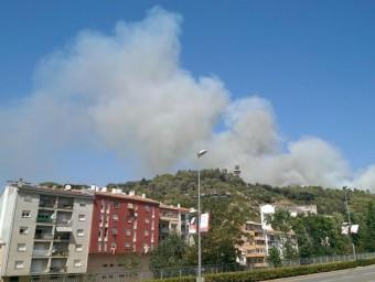 El foc està afecta a una zona propera de la torre de comunicacions El Punt Avui
